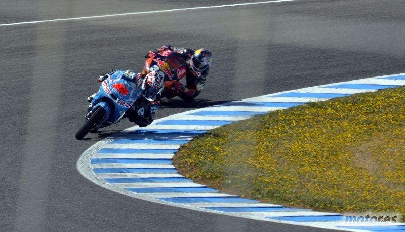 Carrera moto3 gp espa a 2013 circuito jerez for Puerta 3 circuito jerez