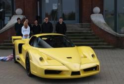 Edo Competition recupera Ferrari Enzo caído en agua salada