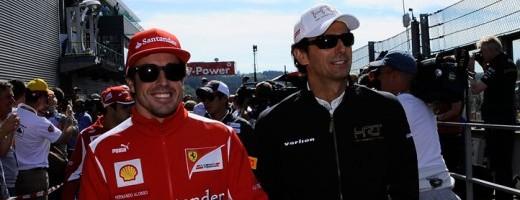 Fernando Alonso y pedro de la rosa con la prensa