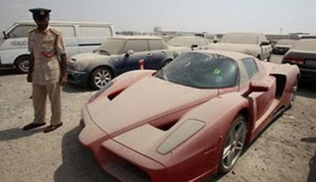 Este Ferrari Enzo lleva abandonado desde 2012 y no puede ser adoptado